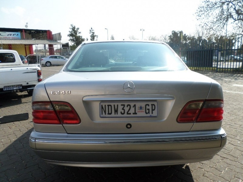 used mercedes benz e class e240 v6 elegance a t for sale in gauteng id 3747918. Black Bedroom Furniture Sets. Home Design Ideas