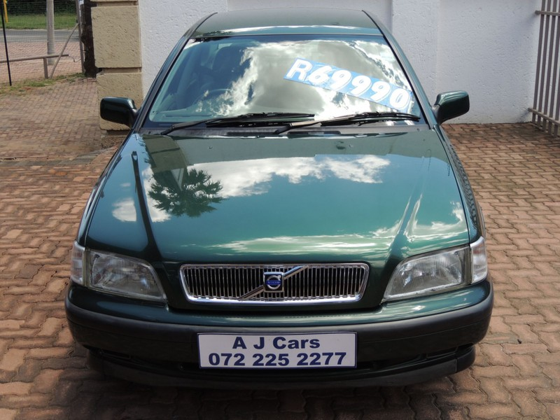 Used Volvo S40 S40 2 0L TURBO Petrol for sale in Gauteng - Cars co