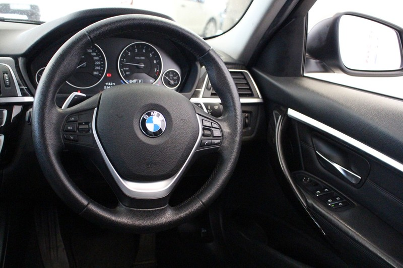 Used BMW 3 Series 320i Luxury Line Auto for sale in Gauteng - Cars