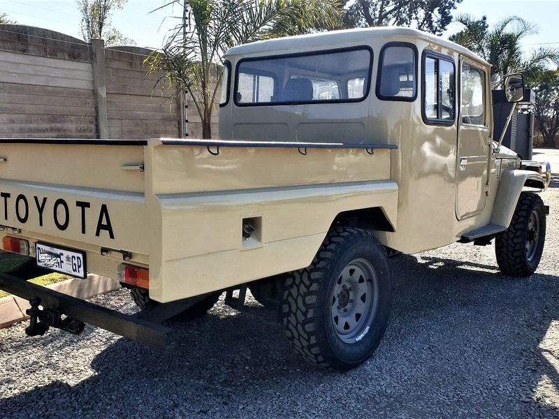 Used Toyota Land Cruiser FJ45 EXTRA CAB for sale in Gauteng