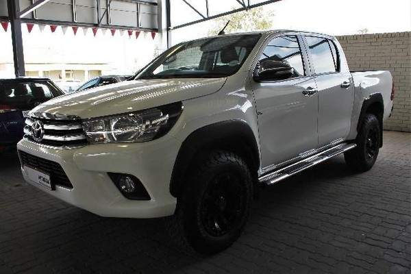 2016 Toyota Hilux 4.0 V6 Raider 4x4 Double Cab Bakkie Auto Eastern Cape King Williams Town_0