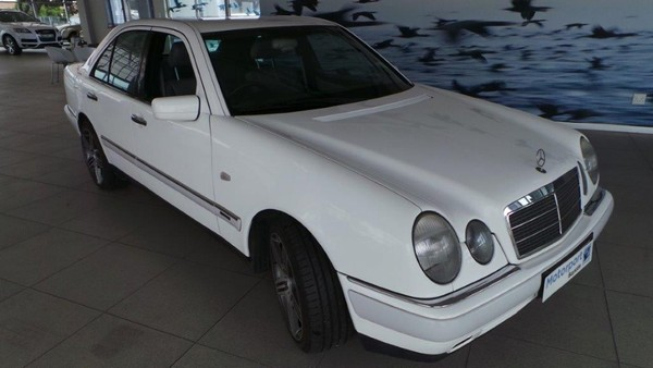 1997 Mercedes-Benz E-Class E 320 At  Western Cape Bloubergstrand_0
