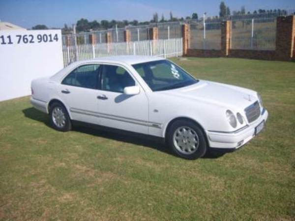 1998 Mercedes-Benz E-Class 230 At  Gauteng Roodepoort_0