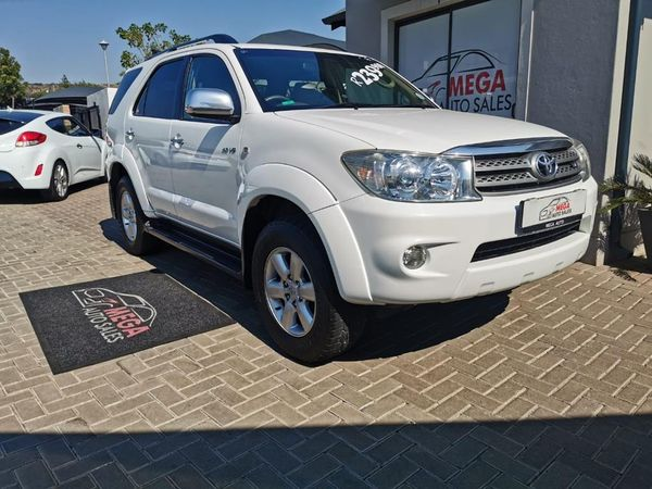 2011 Toyota Fortuner 4.0 V6 At  Gauteng Pretoria_0