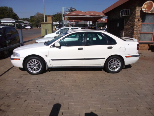 2001 Volvo S40 T4 Flift  Gauteng Pretoria_0