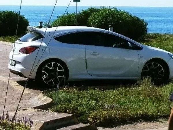 2014 Opel Astra 2.OT OPC With Maintance Plan Western Cape Paarl_0