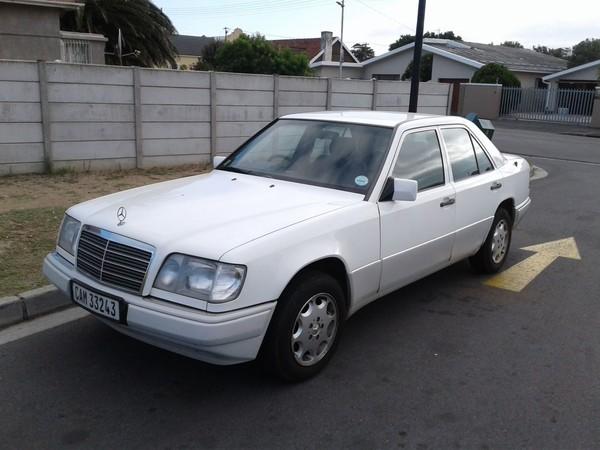 1997 Mercedes-Benz E-Class 220 E w124  Western Cape Strand_0