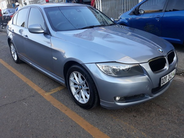 2011 BMW 3 Series 320i Exclusive At e90  Gauteng Jeppestown_0