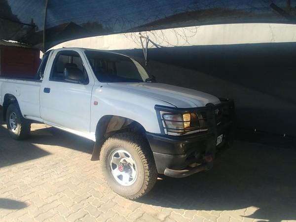 2002 Toyota Hilux 2700i Raider 4x4 Pu Sc  Gauteng Johannesburg_0