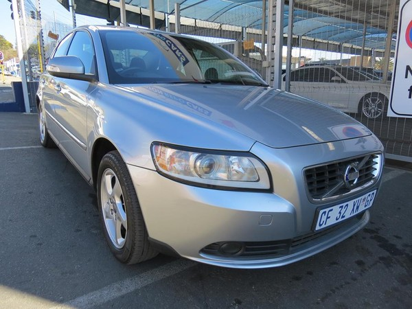 2010 Volvo S40 2.0 Powershift  Gauteng Johannesburg_0