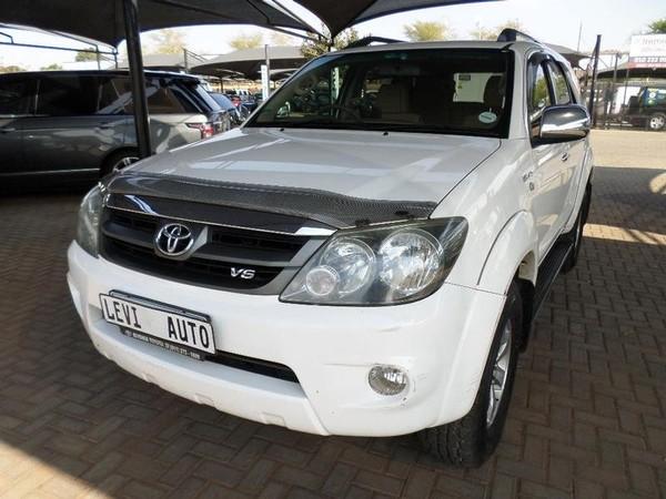 2009 Toyota Fortuner 4.0 V6 Raised Body  Gauteng Pretoria_0