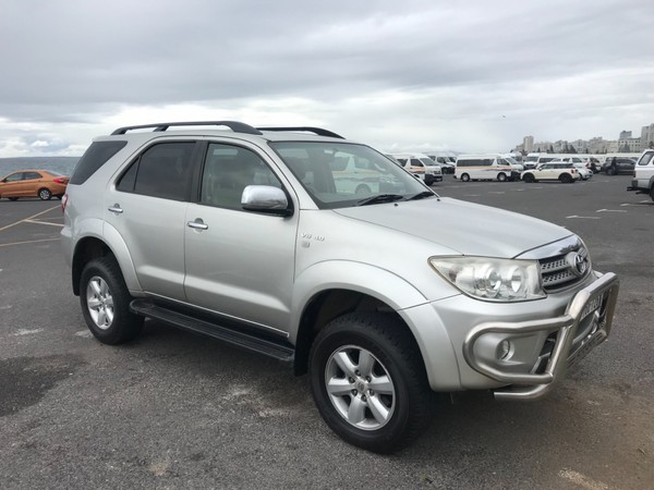 2010 Toyota Fortuner 4.0 V6 At 4x4  Western Cape Plumstead_0