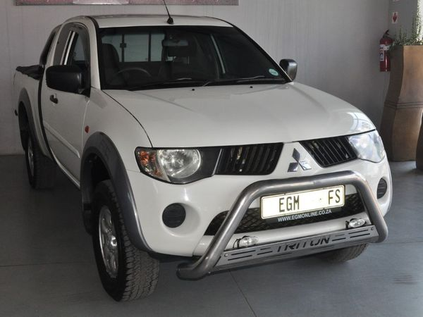 2009 Mitsubishi Triton 2.5 Di-d Club Cab Pu Sc  Free State Bloemfontein_0