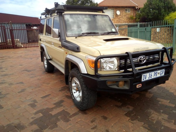 2015 Toyota Land Cruiser 70 4.5D V8 SW North West Province Hartbeespoort_0