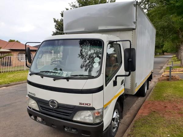 2011 Hino 300 611 Lwb Fc Cc  Gauteng Boksburg_0