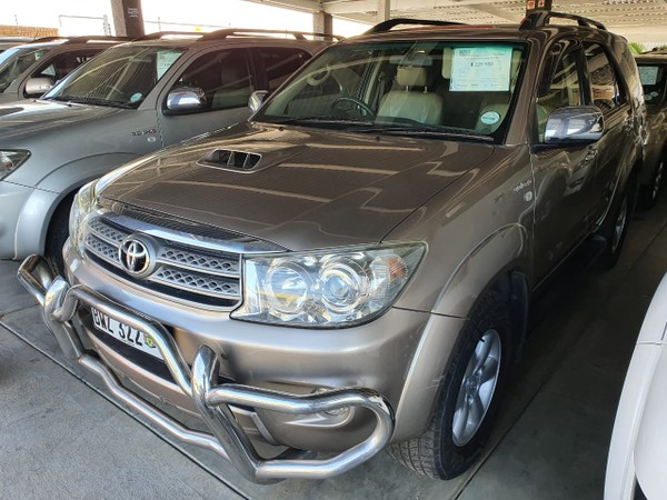 2009 Toyota Fortuner 3.0d-4d Rb 4x4  Limpopo Polokwane_0
