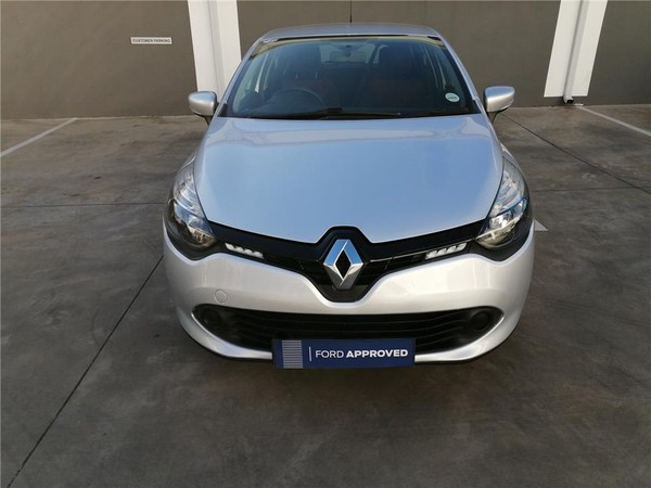 2015 Renault Clio IV 900 T expression 5-Door 66KW Eastern Cape East London_0