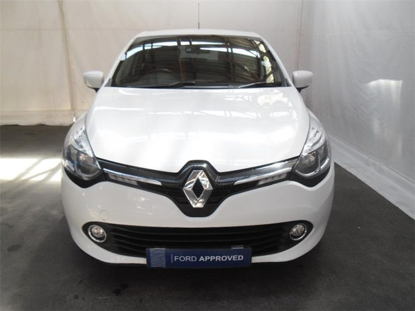 2016 Renault Clio IV 900 T expression 5-Door 66KW Eastern Cape East London_0