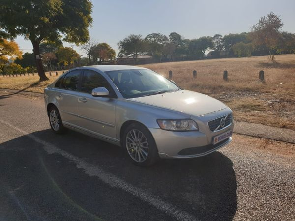 2010 Volvo S40 T5 At  Gauteng Pretoria West_0