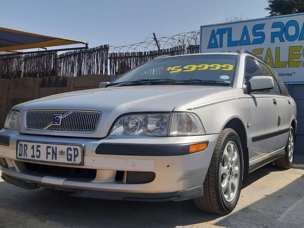 2002 Volvo V40 2.0  Gauteng Benoni_0