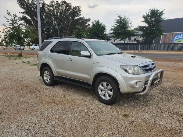 2008 Toyota Fortuner 3.0d-4d Raised Body  Gauteng Lenasia_0