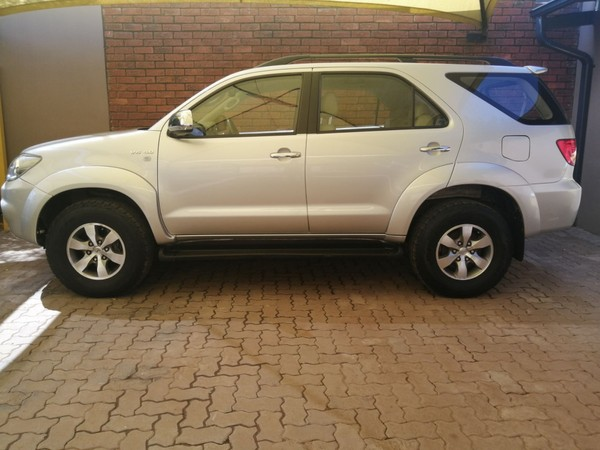 2006 Toyota Fortuner 4.0 V6 At 4x4  Gauteng Pretoria_0