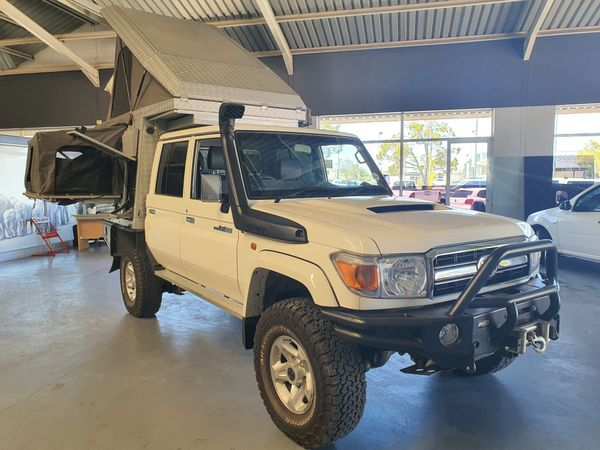 2017 Toyota Land Cruiser 70 4.5D Double cab Bakkie Western Cape George_0