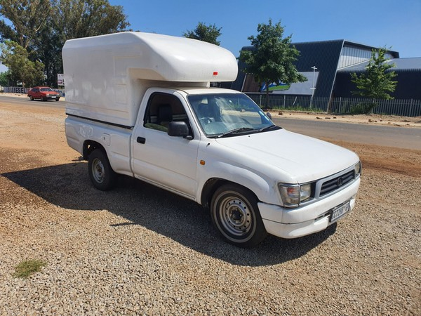 2000 Toyota Hilux 2000 Swb Pu Sc  Gauteng Lenasia_0