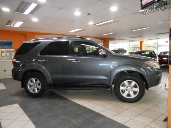2010 Toyota Fortuner 3.0d-4d Rb  Kwazulu Natal Durban_0