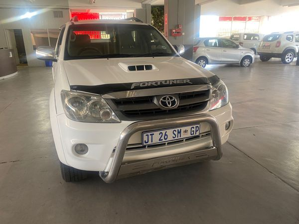 2006 Toyota Fortuner 3.0d-4d Raised Body  Gauteng Johannesburg_0