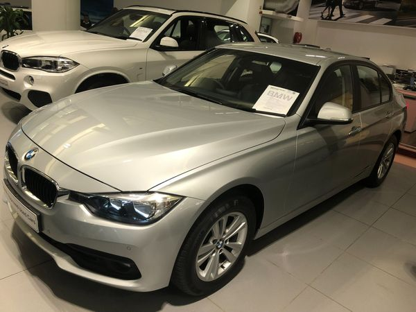 2017 BMW 3 Series 318i Auto Western Cape Cape Town_0