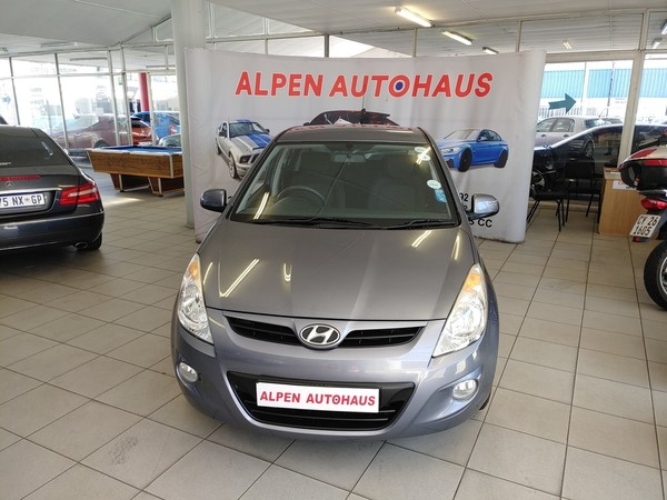 2011 Hyundai i20 1.6  Western Cape Parow_0