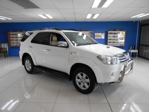 2010 Toyota Fortuner 3.0d-4d Rb At  Free State Bloemfontein_0