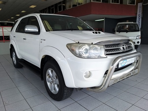 2010 Toyota Fortuner 3.0d-4d Rb 4x4  Eastern Cape East London_0