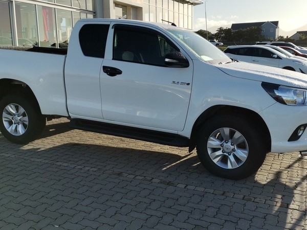 2017 Toyota Hilux 2.4 GD-6 RB SRX Extended Cab Bakkie Western Cape George_0