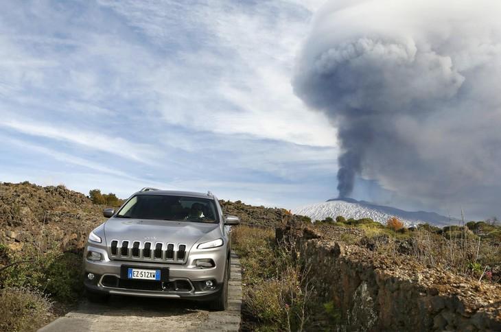 Jeep Conquers Volcano In Italy Cars Co Za