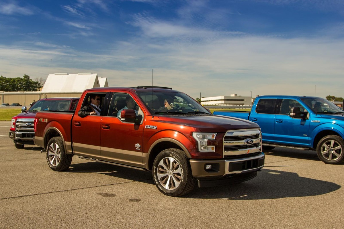 We get behind the wheel of the best selling bakkie in the united states the ford f 150 while its unlikely to reach south africa due to