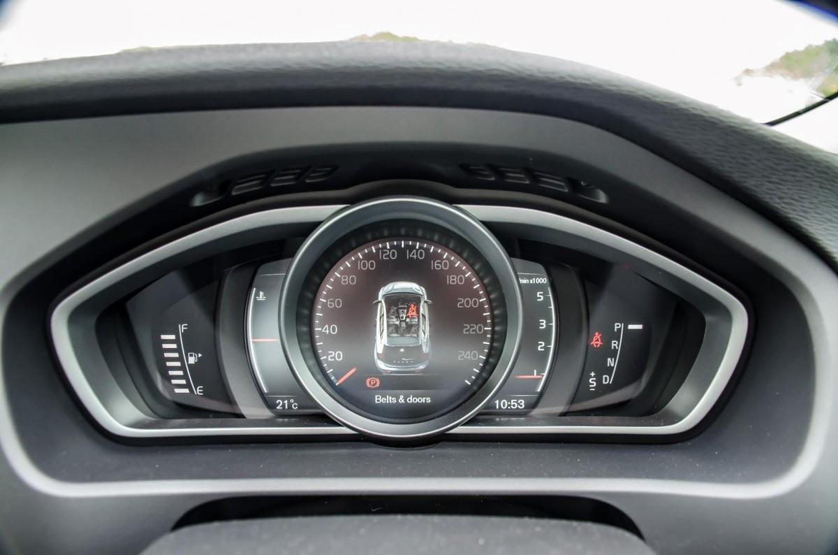 https://img-ik.cars.co.za/images/2016/10/VolvoV40D3/tr:n-news_1200x/DSC_0761.jpg