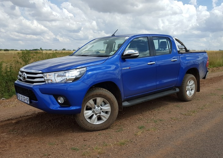 Toyota Hilux 2 8 GD-6 4x4 Raider (2016) First Drive - Cars co za
