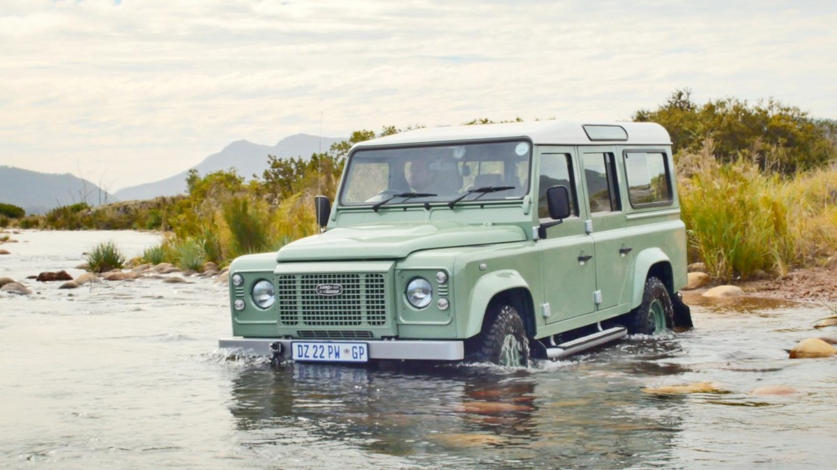 Land Rover Defender Heritage Edition Video Review Cars Co Za
