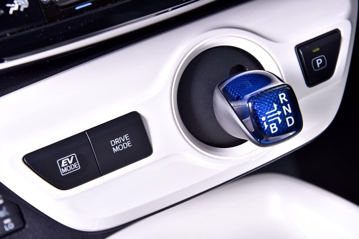 Toyota Prius (2016) Specs & Price - Cars co za