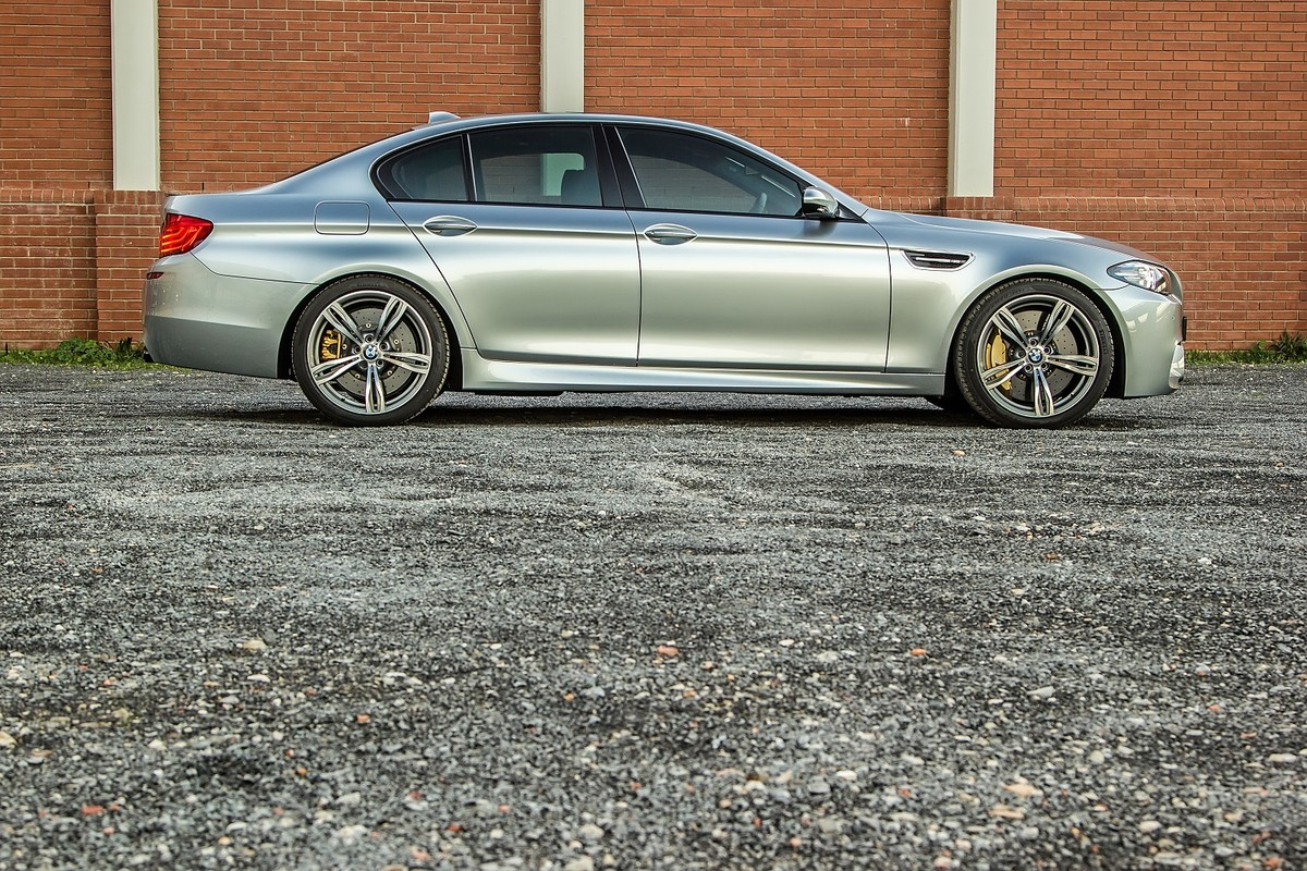 BMW M5 Pure Metal (2016) Review - Cars co za