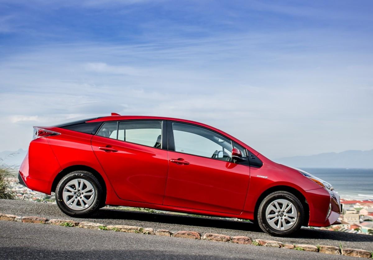 Toyota Prius Hybrid (2016) Review - Cars co za