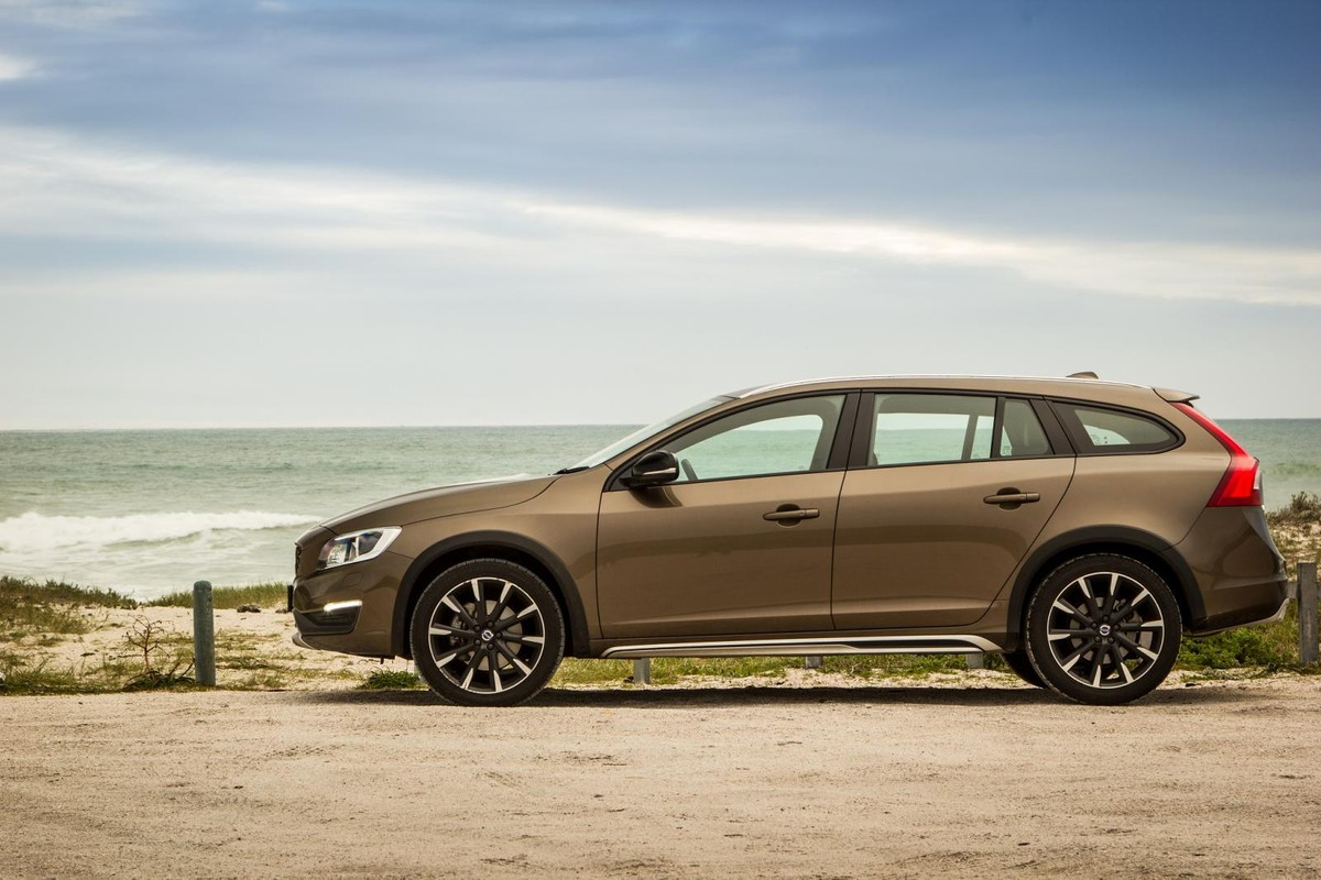 Volvo V60 Cross Country D4 Awd Inscription Review 2016 5 Cylinder Engine Problems These Days South African Car Buyers Favour Suvs Above Just About Any Other Type Of Vehicle Even Though In Most Instances A Traditional Station Wagon Would