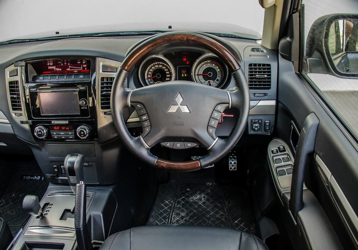 Mitsubishi Pajero 5-Door 3 2 DI-D GLS Legend II (2016) Review - Cars