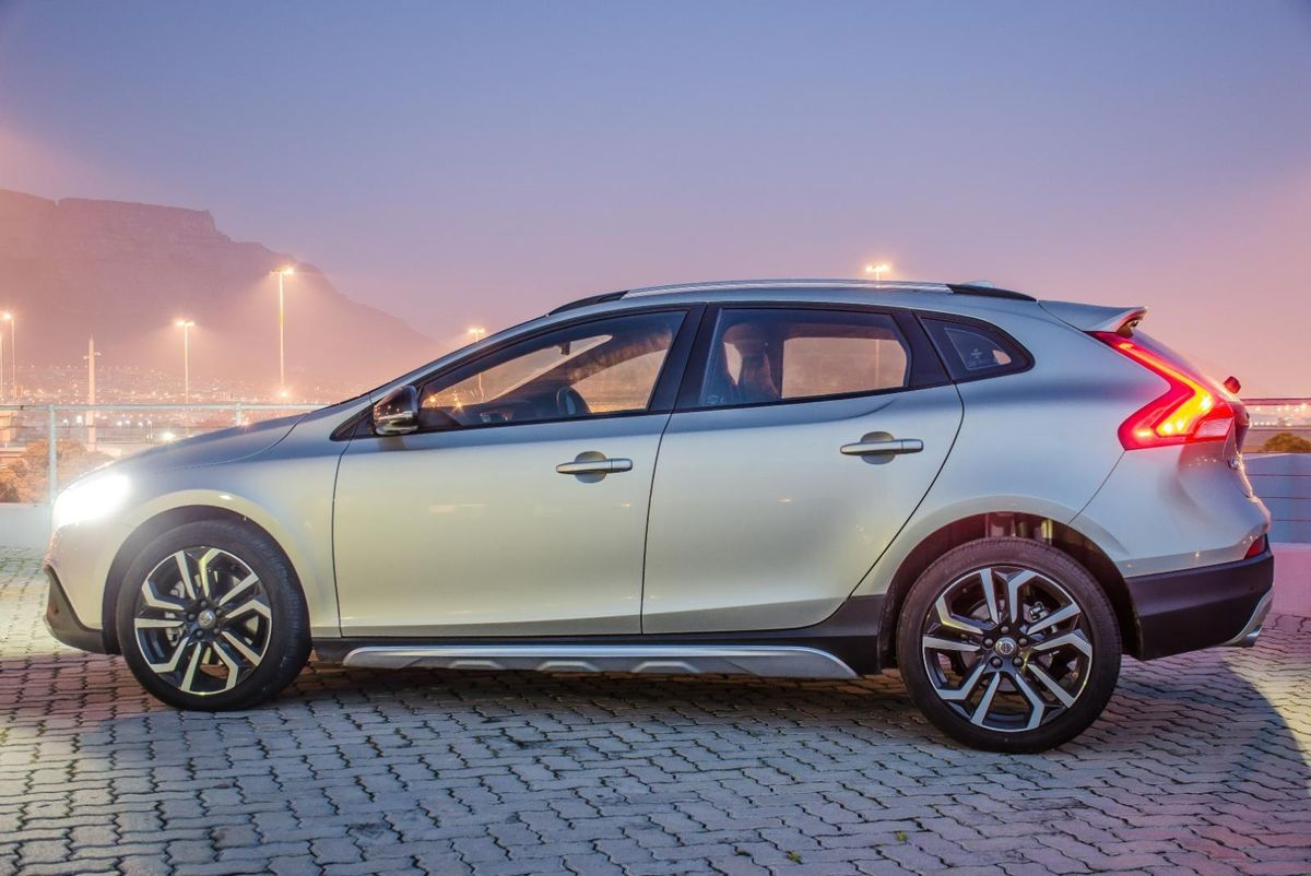 volvo v40 cross country t5 awd inscription 2016 review. Black Bedroom Furniture Sets. Home Design Ideas