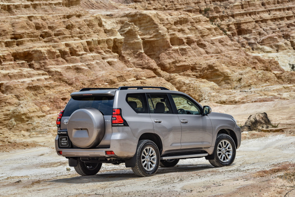 toyota land cruiser prado 2017 launch review. Black Bedroom Furniture Sets. Home Design Ideas