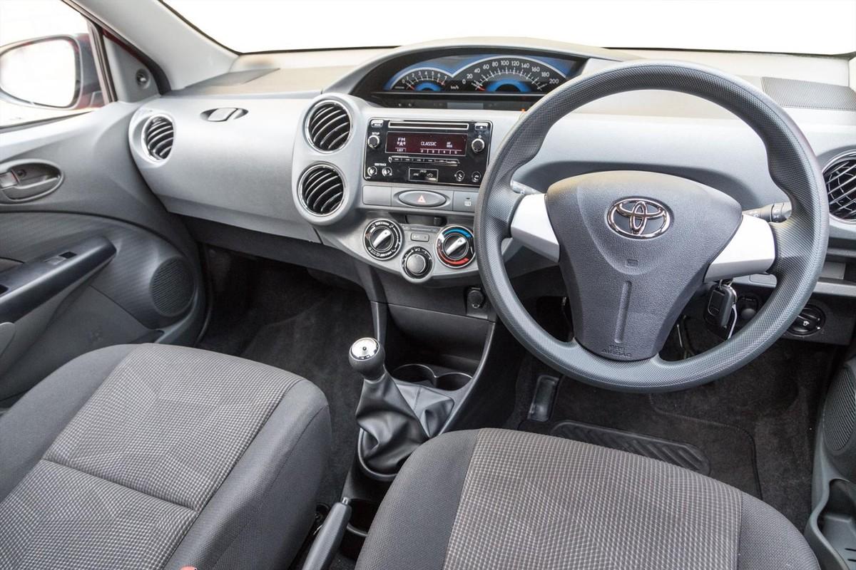 Toyota Etios 1 5 Sprint 2017 Specs Pricing Cars Co Za