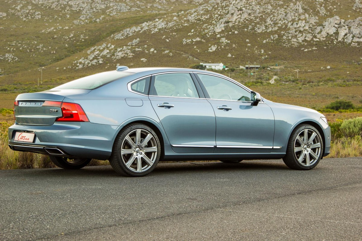 Volvo S90 D5 Inscription AWD (2017) Quick Review - Cars co za