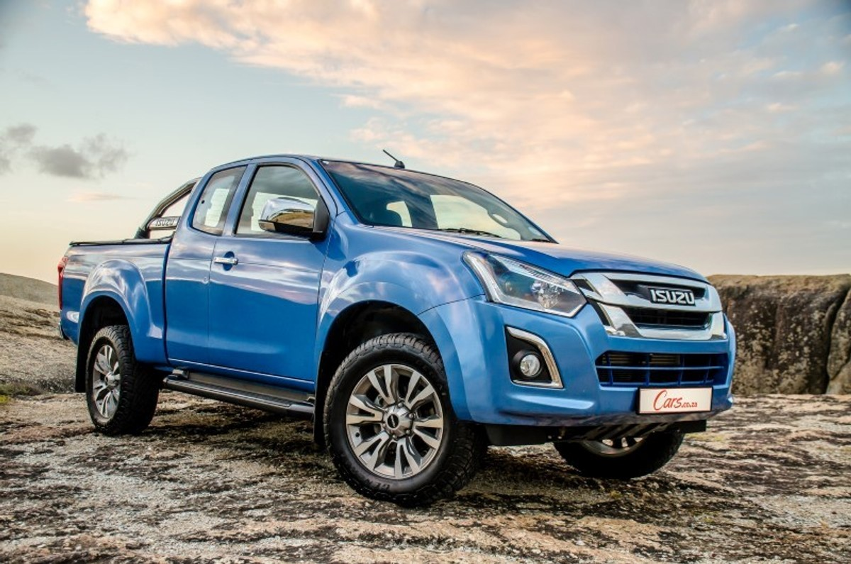 isuzu after gm return of the samurai cars co za Big Suzuki Samurai the upshot of general motors withdrawing the chevrolet brand from and ceasing operations in south africa is that isuzu will be e an independent